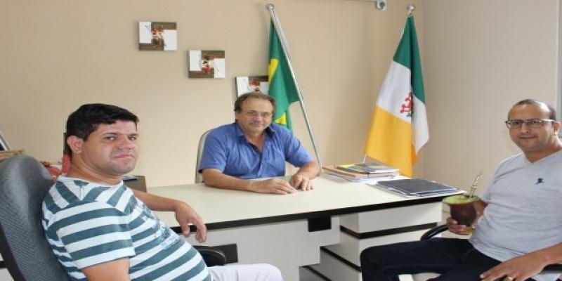 Poder Legislativo de São Domingos recebe visita de autoridades religiosas do Município e da região