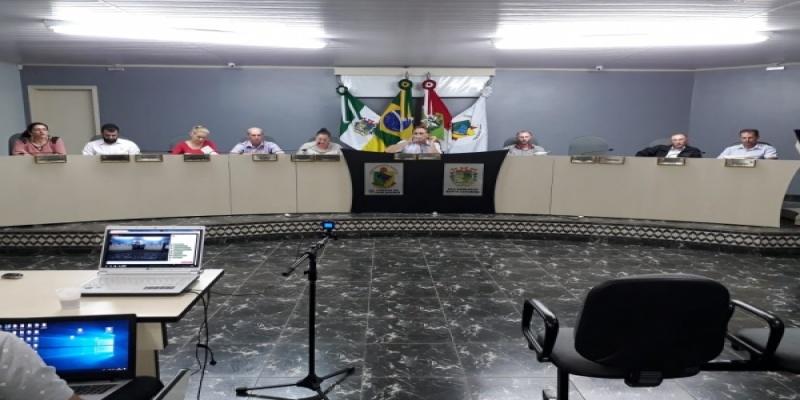 Vereadores de São Domingos aprovam por unanimidade três Projetos de Leis, uma Indicação e um Pedido de Informação