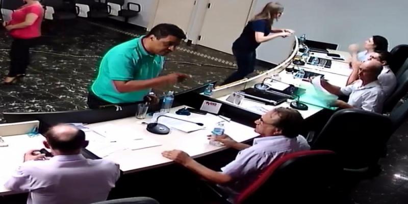 Presidente do Poder Legislativo de São Domingos é ameaçado pelo Assessor de Imprensa da Prefeitura depois da Sessão